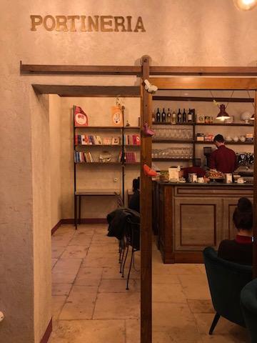 Portineria 21 e il sogno di Mara Chiarelli, dalla cronaca nera al bistrot libreria