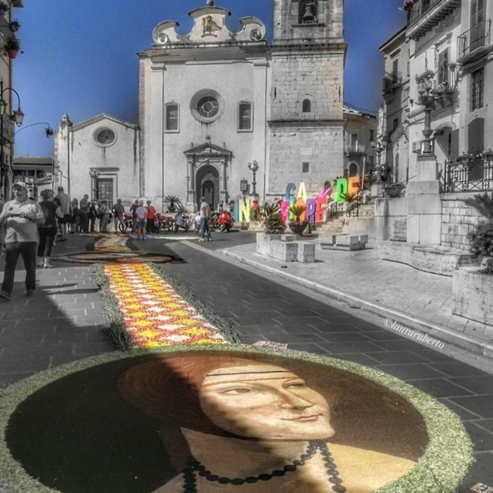 """""""Candela in Fiore"""", quando il borgo esplode di colori e bellezza"""