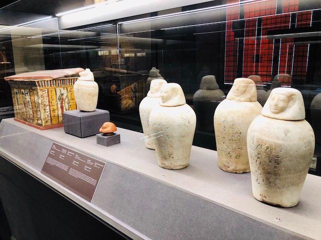 Viaggio verso l'immortalità: mummie e strumenti di imbalsamazione nella mostra a Firenze
