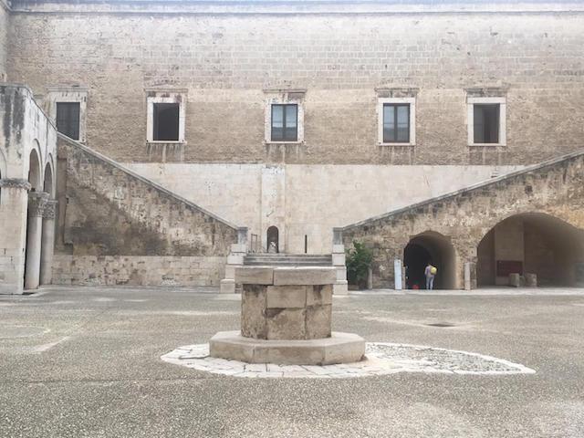 Nicola Genco, lo sguardo dell'arte sul dolore e il naufragio nella mostra al Castello Svevo di Bari