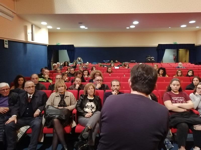 """Città Parlamento e l'ascolto dei giovani: """"Manfredonia non è morta, la stanno uccidendo"""""""