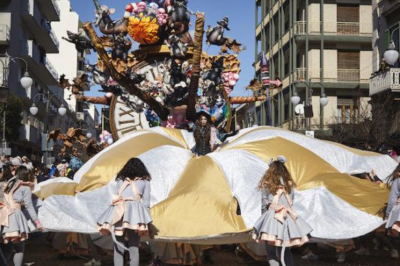 Carnevale di Putignano, numeri da record per la seconda sfilata