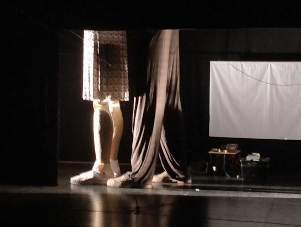 """""""Sei personaggi in cerca d'autore di Luigi Pirandello"""":  il restyling a scena aperta della stanza degli specchi al Teatro Kismet"""