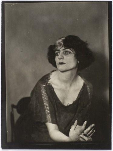 """Luisa Casati Stampa, la Divina Marchesa, """"elusiva come le ombre dell'Ade"""", che fece della sua vita un'opera d'arte"""